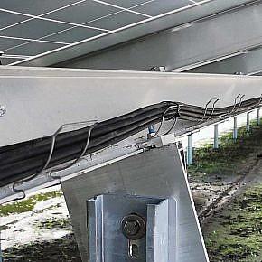"""Kabelrinne entlang des Längsträgers zum Einclipsen (""""Gitterrinne light"""")"""